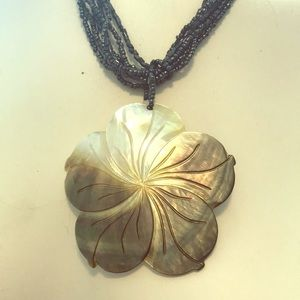 Mother of pearl necklace vintage